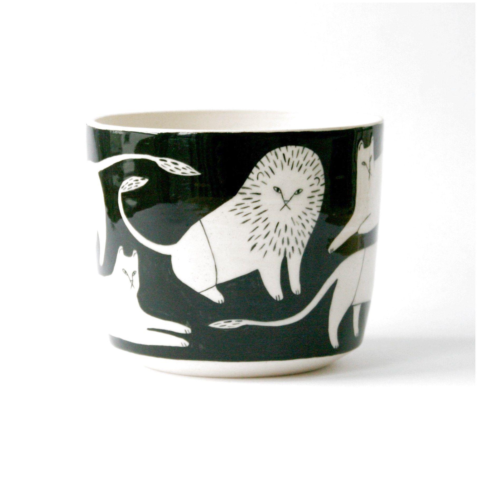 Lion Pot Ceramicswithhomedecor Click To See More Pottery Ceramics Porcelain Ceramics