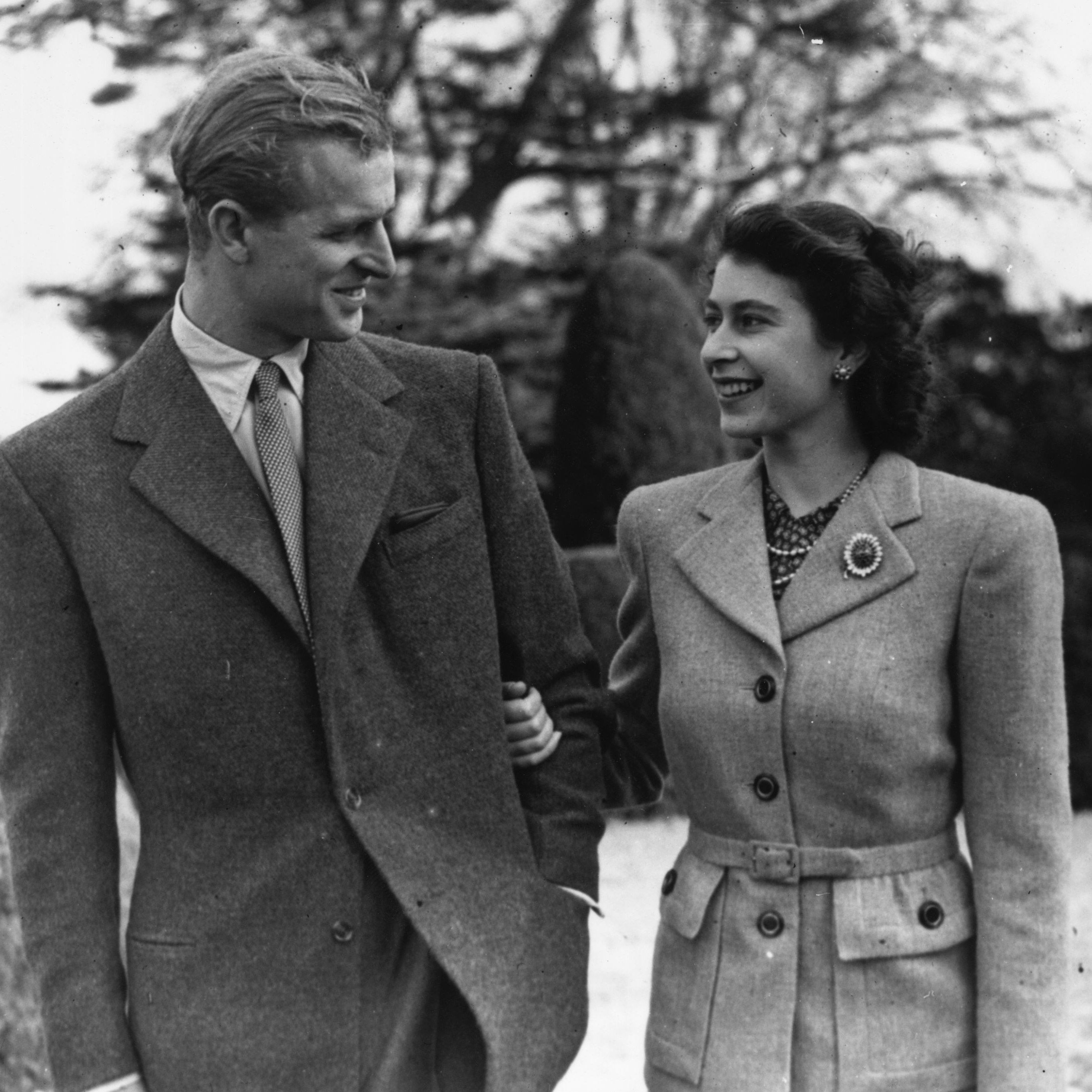 24th November 1947: Princess Elizabeth and The Prince Philip, Duke of Edinburgh enjoying a walk during their honeymoon at Broadlands, Romsey, Hampshire. (Photo by Topical Press Agency/Getty Images)  Getty Images