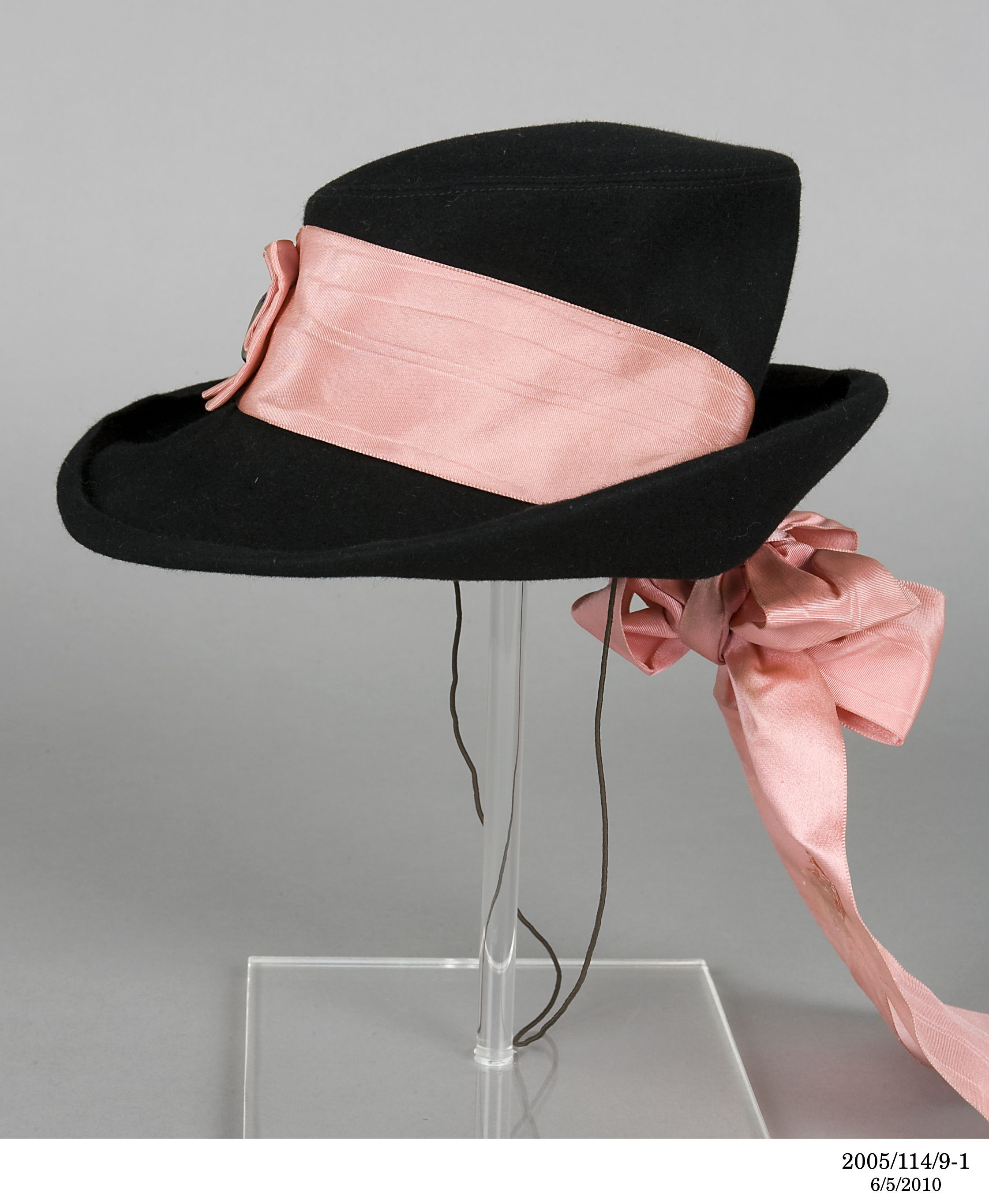 The Hat Was Made By Schiaparelli In Paris France In 1938 Madeschiaparelli 1938 History Notesheather Waddell Purch Elegant Hats Elsa Schiaparelli Hats Vintage