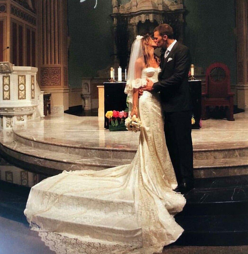 Pin By Stefane Silva On Gisele Bundchen Celebrity Wedding Dresses Celebrity Bride Wedding Dresses