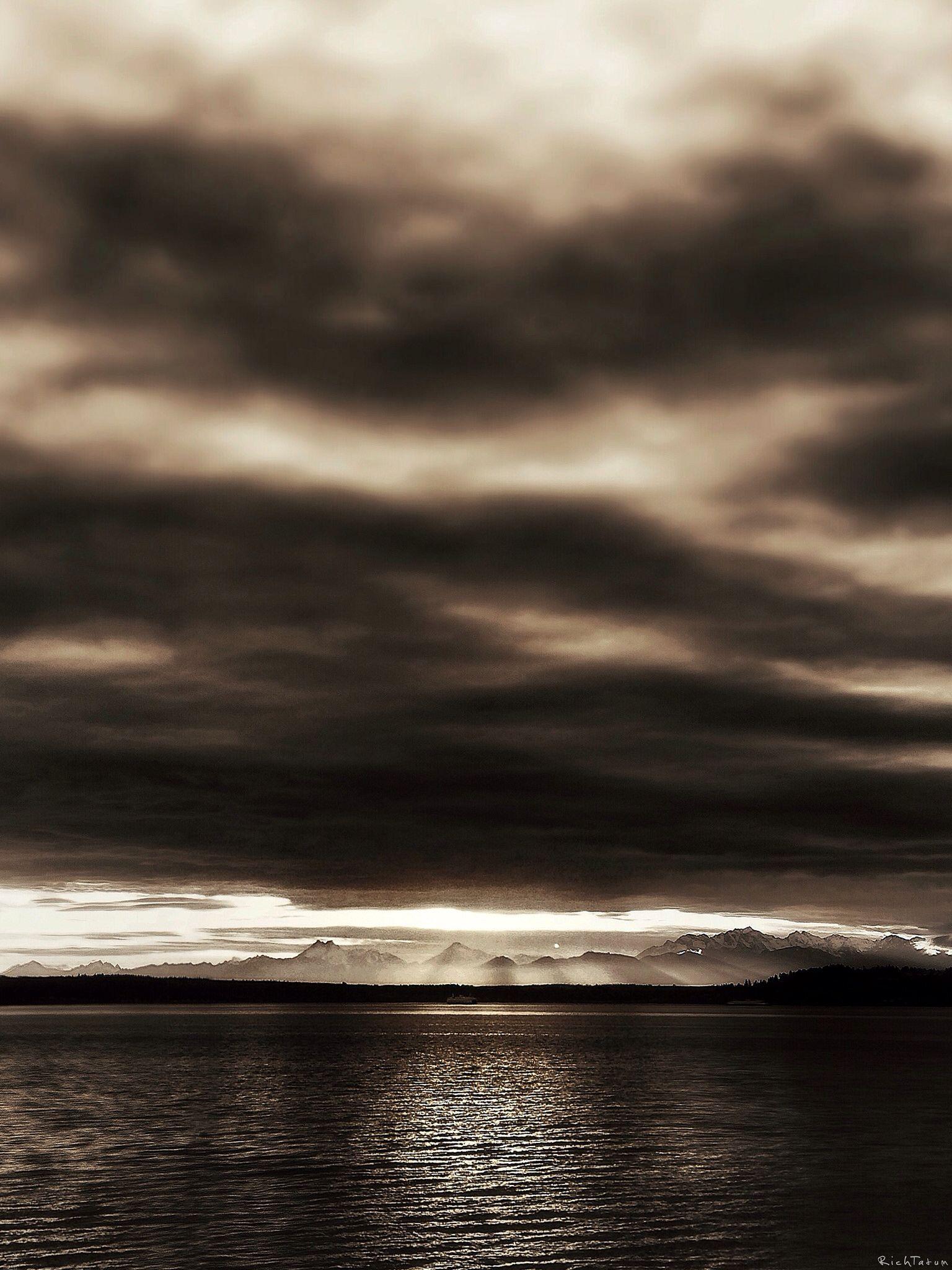 Sunset at Marina Beach Park, Edmonds, Washington. (Explore)