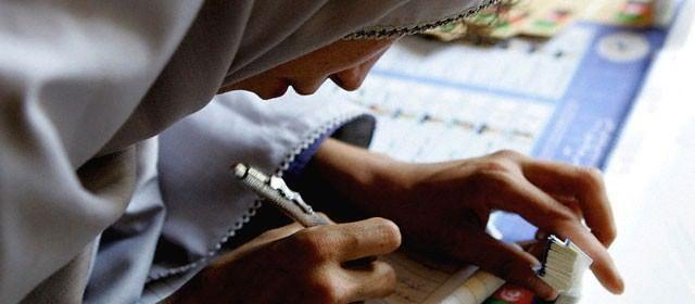 Faltam 6 dias para o Enem 2014  Daqui a uma semana, mais de 8 milhões de candidatos farão as provas do Enem 2014. Sozinhos ou em grupo, os estudantes se preparam na reta final para o exame.