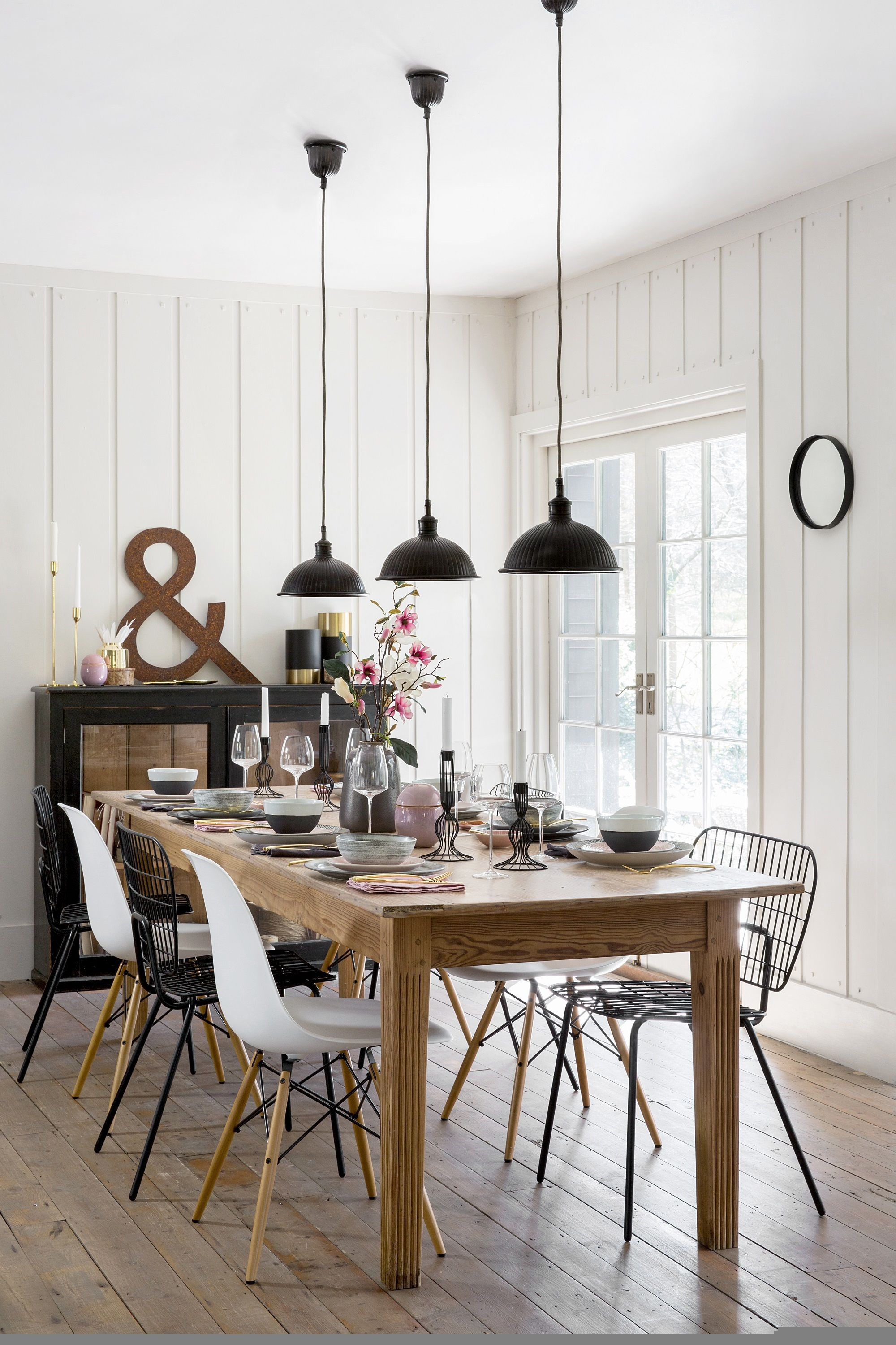 32 Stylish Dining Room Ideas To Impress Your Dinner Guests Decoration Homedecoration De In 2020 Scandi Dining Room Scandinavian Dining Room Stylish Dining Room