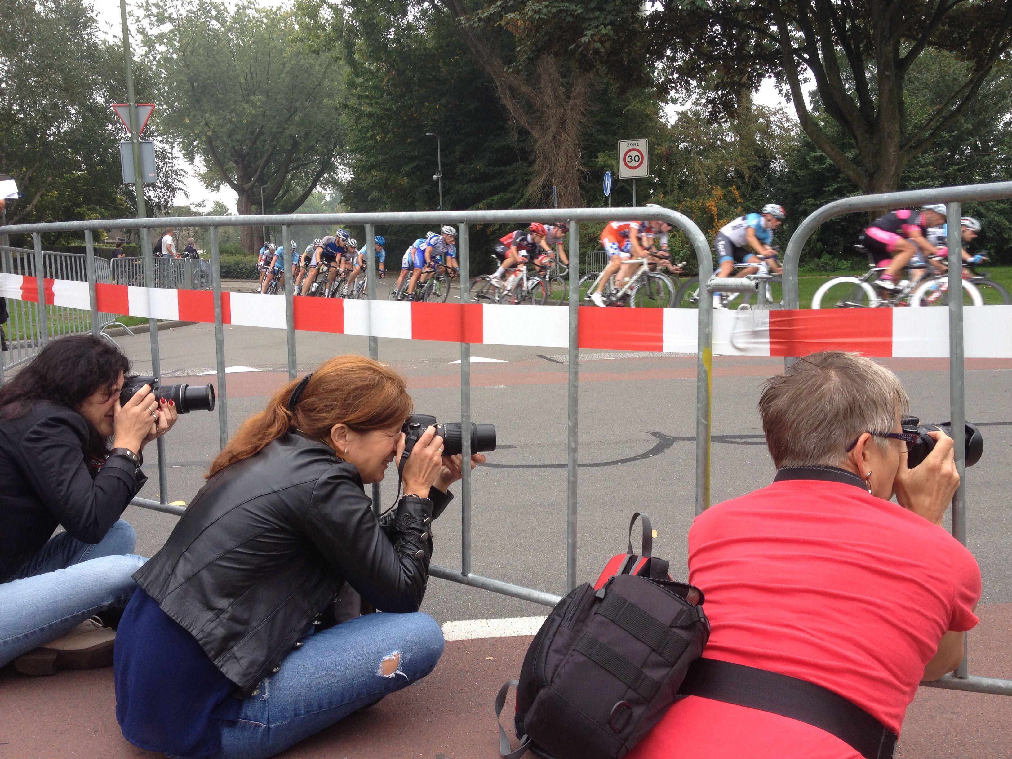 Fotowandeling bij de wielerronde van Dubbeldam. Snelheid vastleggen op verschillende manieren.