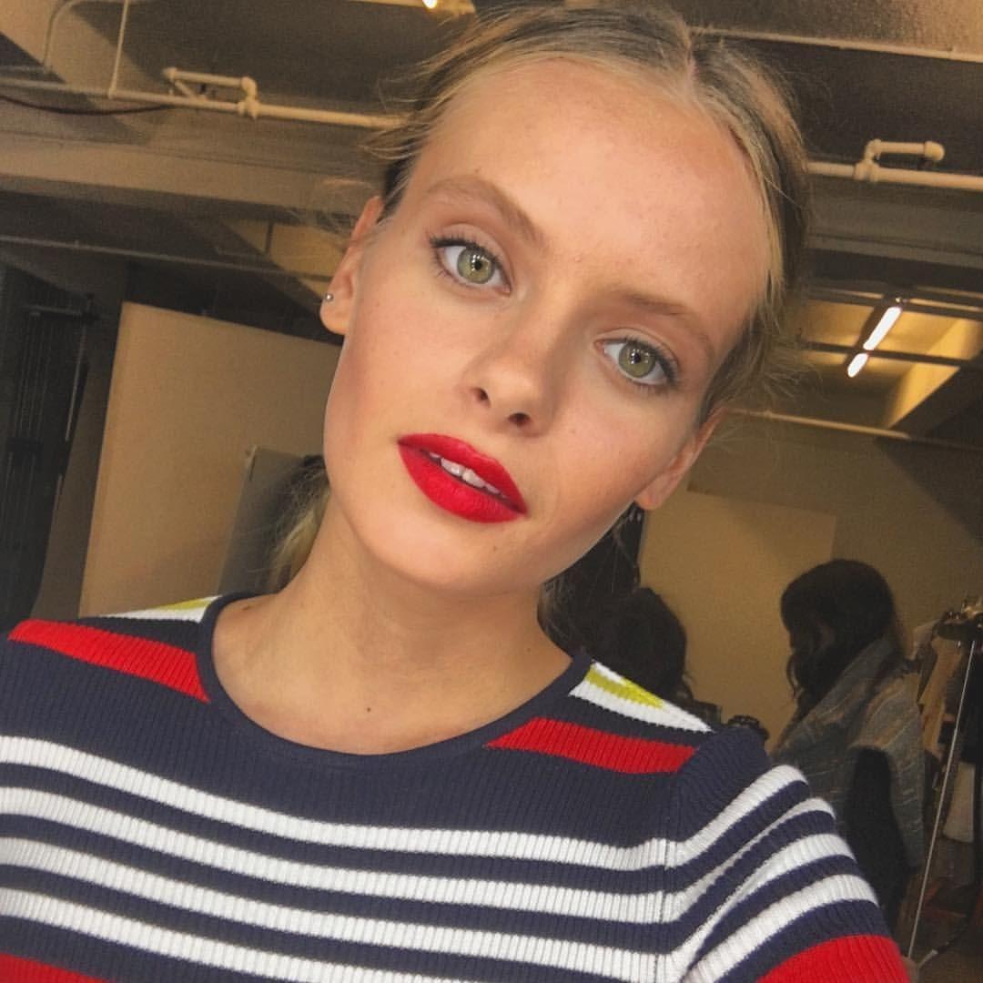 """592 Me gusta, 12 comentarios - Evie Rose (@_evelyn_rose) en Instagram: """"Red lips make a killer selfie game #bts"""""""