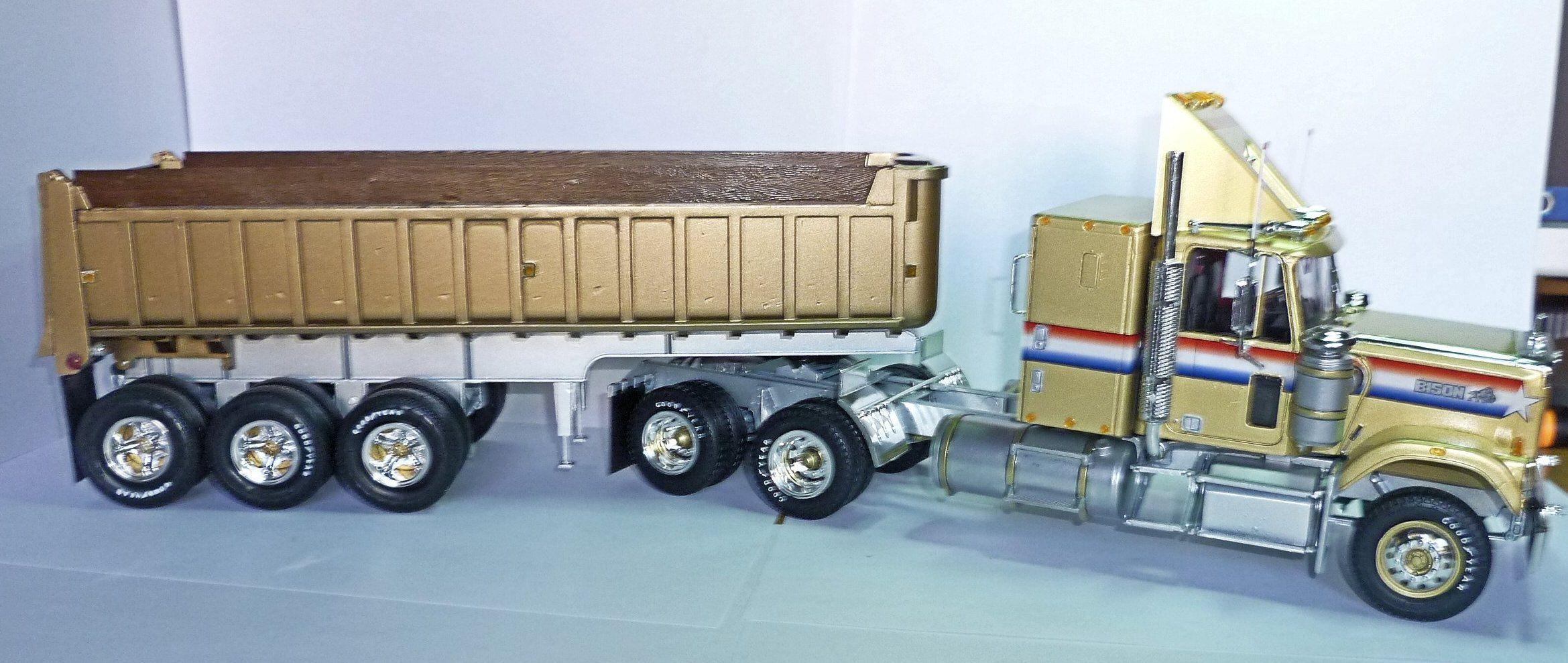 Gmc General 1978 With Dump Gravel Trailer 975 Plastic Model Cars