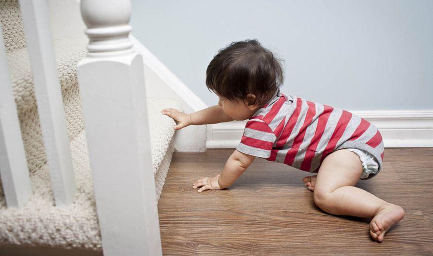 Premiers pas : sécuriser la maison pour bébé