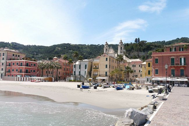 This lovely Italian Riviera sandy beach maches the tiny ...