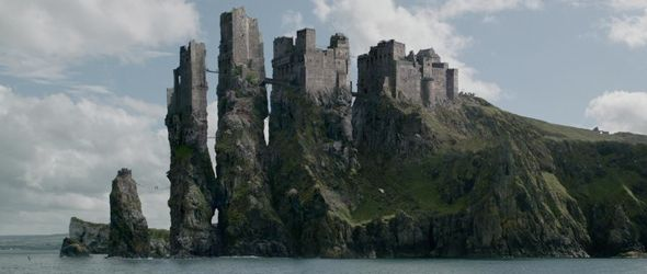 Pyke Is The Stronghold And Seat Of House Greyjoy Located On The Island Of The Same Name Which Is On Paisaje De Fantasía Criaturas De Fantasía Juego De Tronos