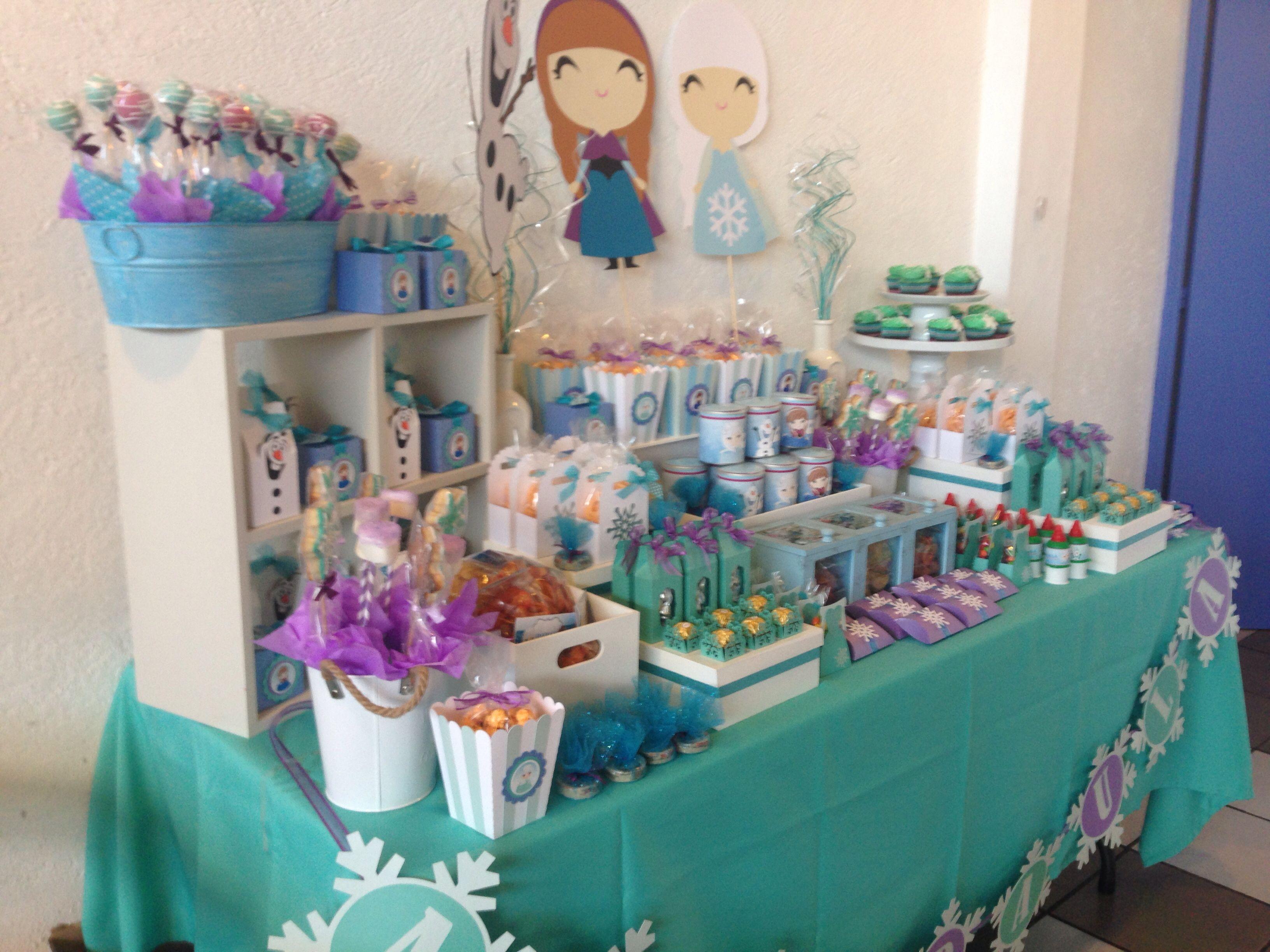 Mesa de dulces frozen dulces mesa dulce frozen mesa for Decoracion de mesas dulces infantiles