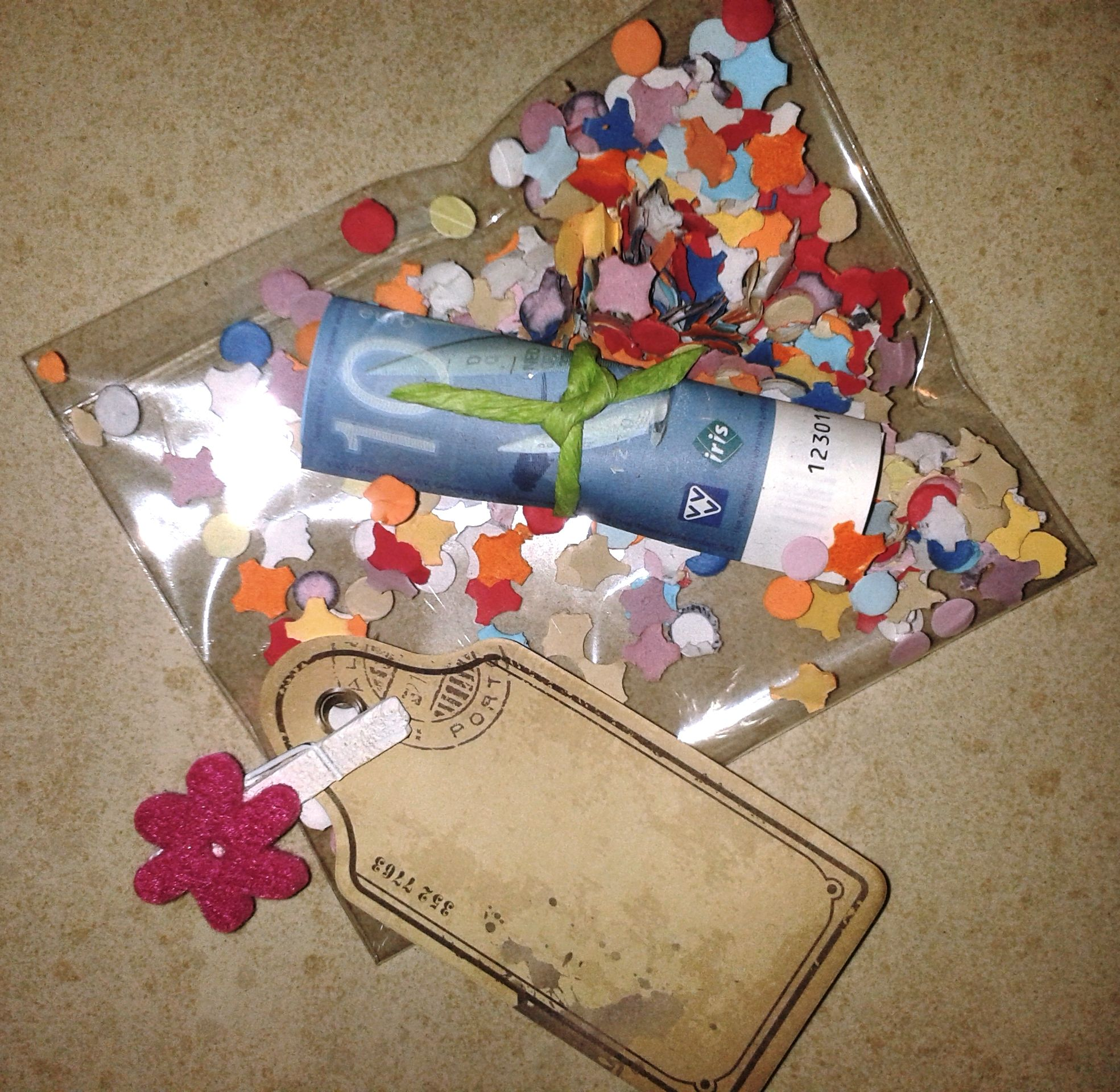 Geld Geven Als Cadeau In Een Zakje Met Confetti Feestelijk