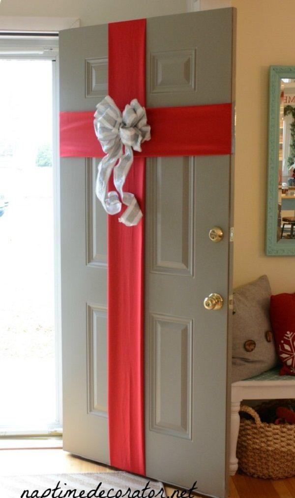Decoraci n navide a puerta de ingreso de regalo ideas for Arreglos navidenos para puertas