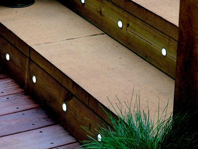 Eclairage led plinthe couloir idee pour escalier exterieur for Lumiere terrasse exterieure