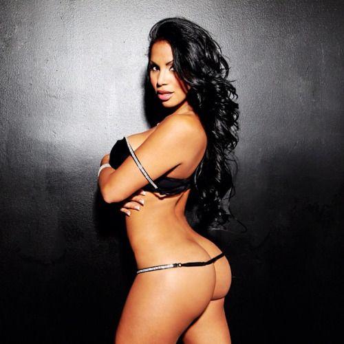 Latina booty threesome