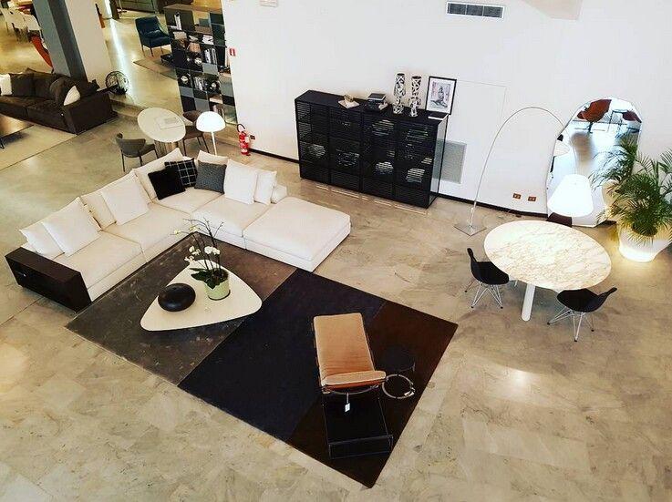 Imbottito flexform tappeto minotti tavolo minotti e sedie vitra presso il nostro show room www - Tappeto sotto il tavolo ...