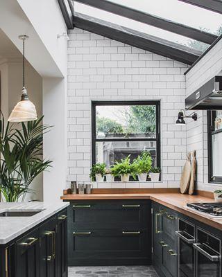 Dark Green Shaker Kitchen - Sustainable Kitchens