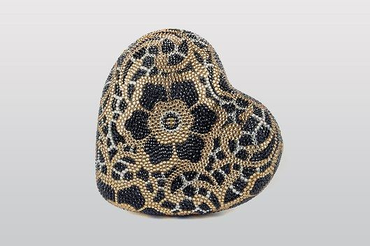 SOURCE: JUDITH LEIBER / CORAZON HEART MINAUDIERE in JET AND CHAMPAGNE MULTICOLORED PALETTE