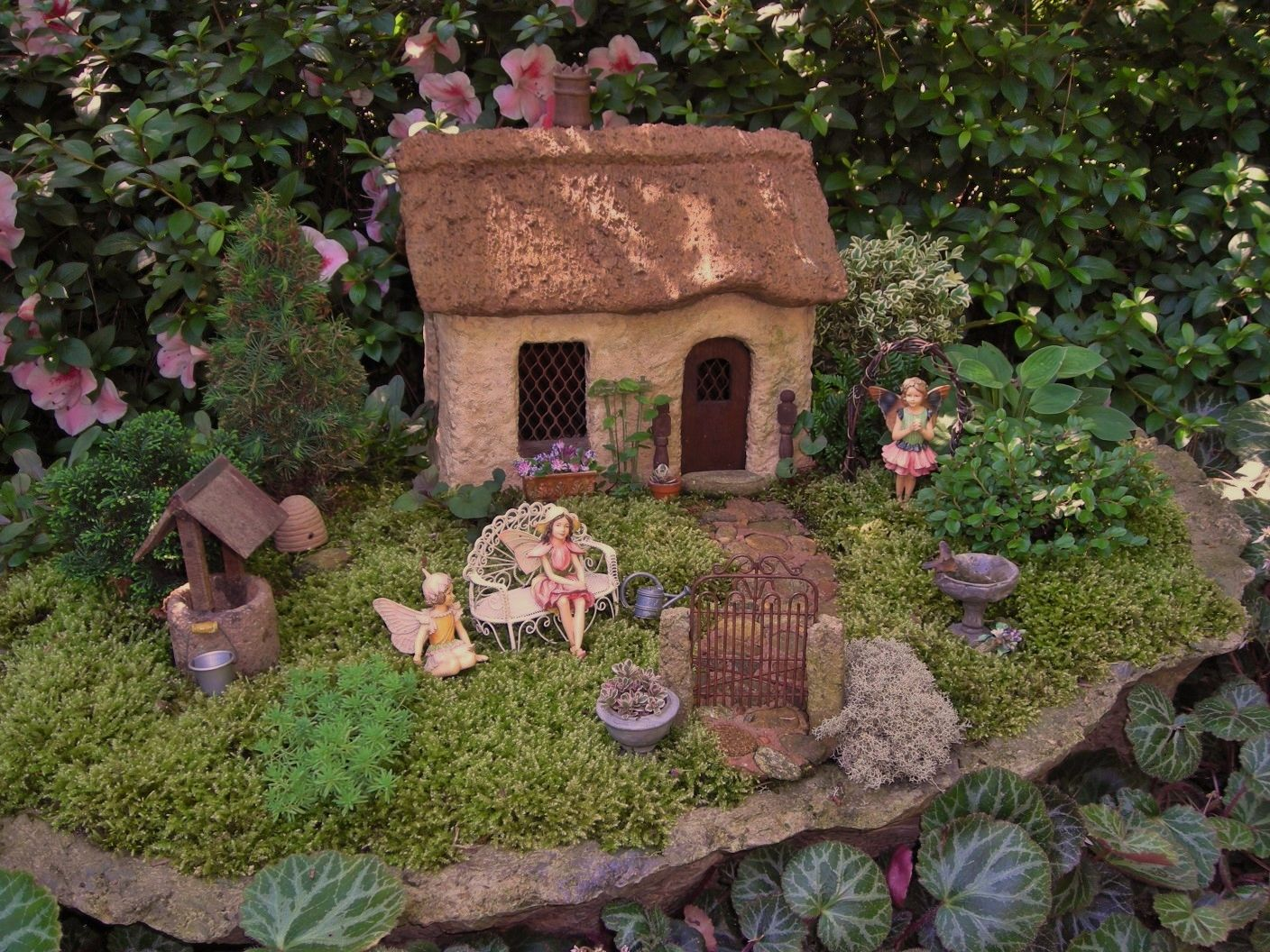 My Cotswold Fairy Garden, notice the Chimney pot on the roof ...