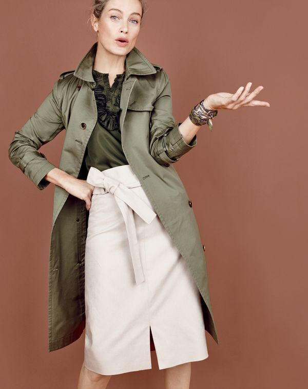 Introducing the J.Crew women's city trench. In refined cotton for a slight sheen, ideal for rainy fall days and general sleuthing.