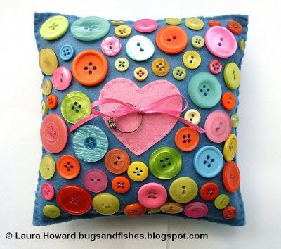 Bugs and Fishes by Lupin: How To: Button Love Ring Pillow