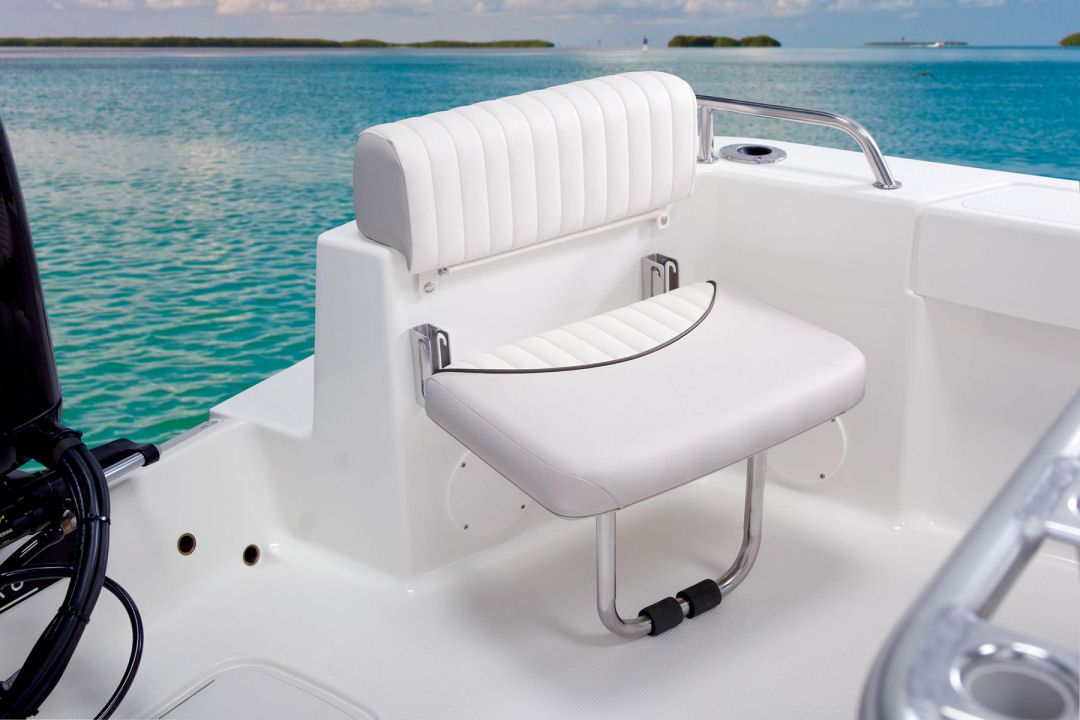Mako 204 Cc Shown Is One Of The Optional Aft Jump Seats