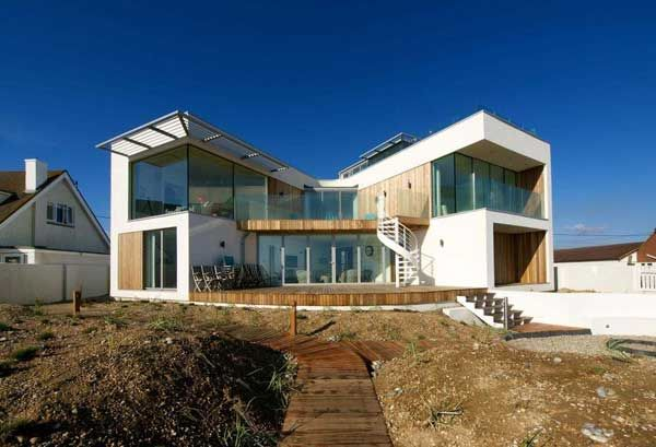 Modern Beach House In East Sussex With Glass And Timber Details Modern Beach House Beach Houses For Rent Small