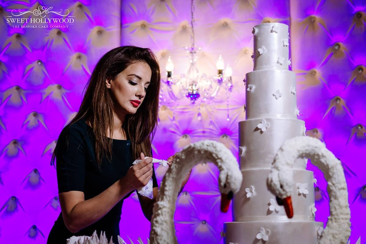 Sweet Hollywood Provides A Luxurious Range Of Wedding Cakes In London Offered Are