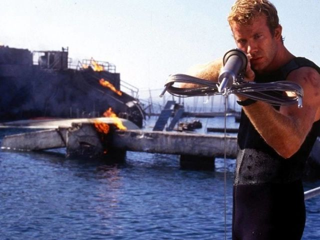 21 Times Hollywood Made Us Too Terrified To Go To The Beach Deep Blue Sea 1999 Deep Blue Sea Movie Deep Blue Sea