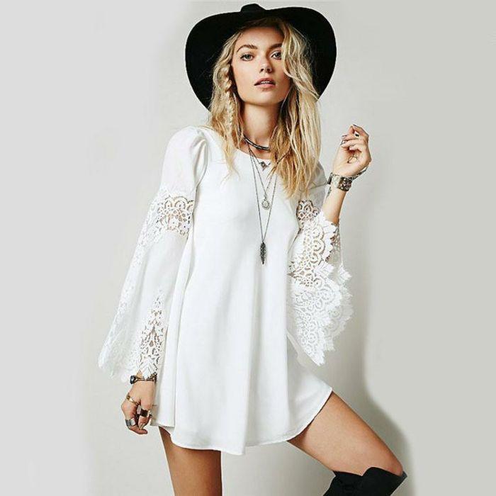 66bac55e024 ideas ropa hippie mujer, vestido maxy muy corto en blanco con mangas largas  y partes de encaje, sombrero en negro y botas largas negras