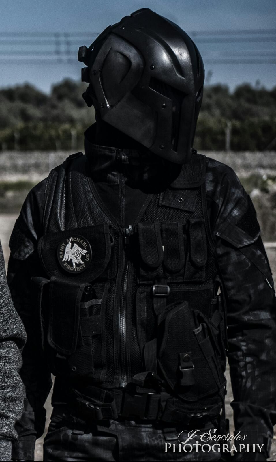 Airsoft Costume With The Dark Spartan Mask