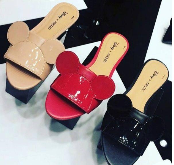 a2d87c391ae07 Arezzo Coleção Sapatos Bolsas Disney Mickey Minnie