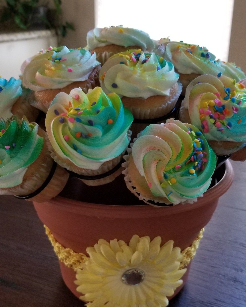 Fabulous 5 Minute Cupcakebouquet Using Thecupcakerack And Cupcakes From Funny Birthday Cards Online Overcheapnameinfo