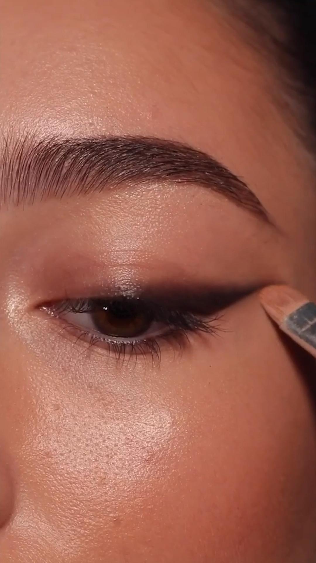 Smokey bronze eye makeup #Code8Beauty