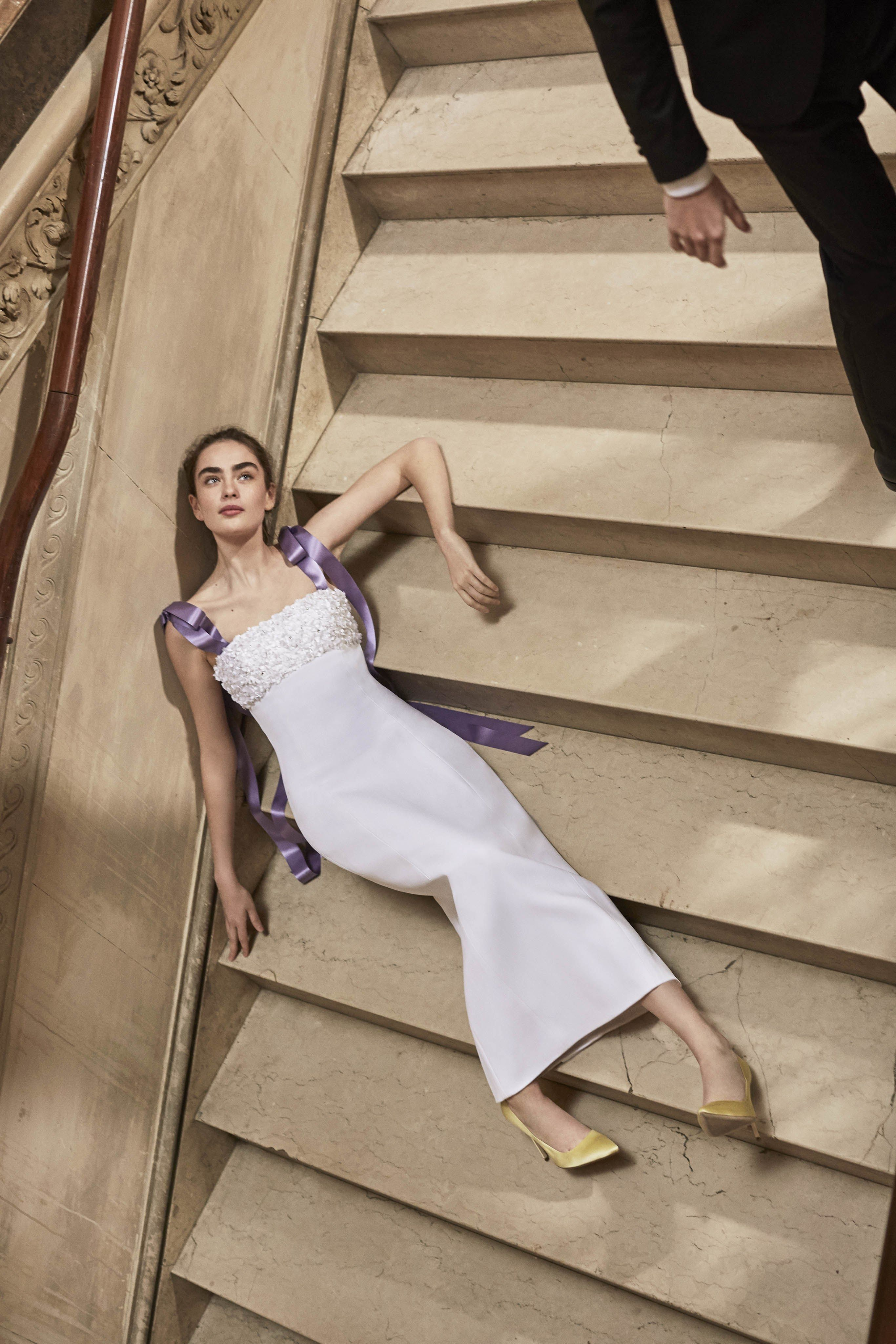 935a38b8552cb The complete Carolina Herrera Bridal Spring 2019 fashion show now on Vogue  Runway.