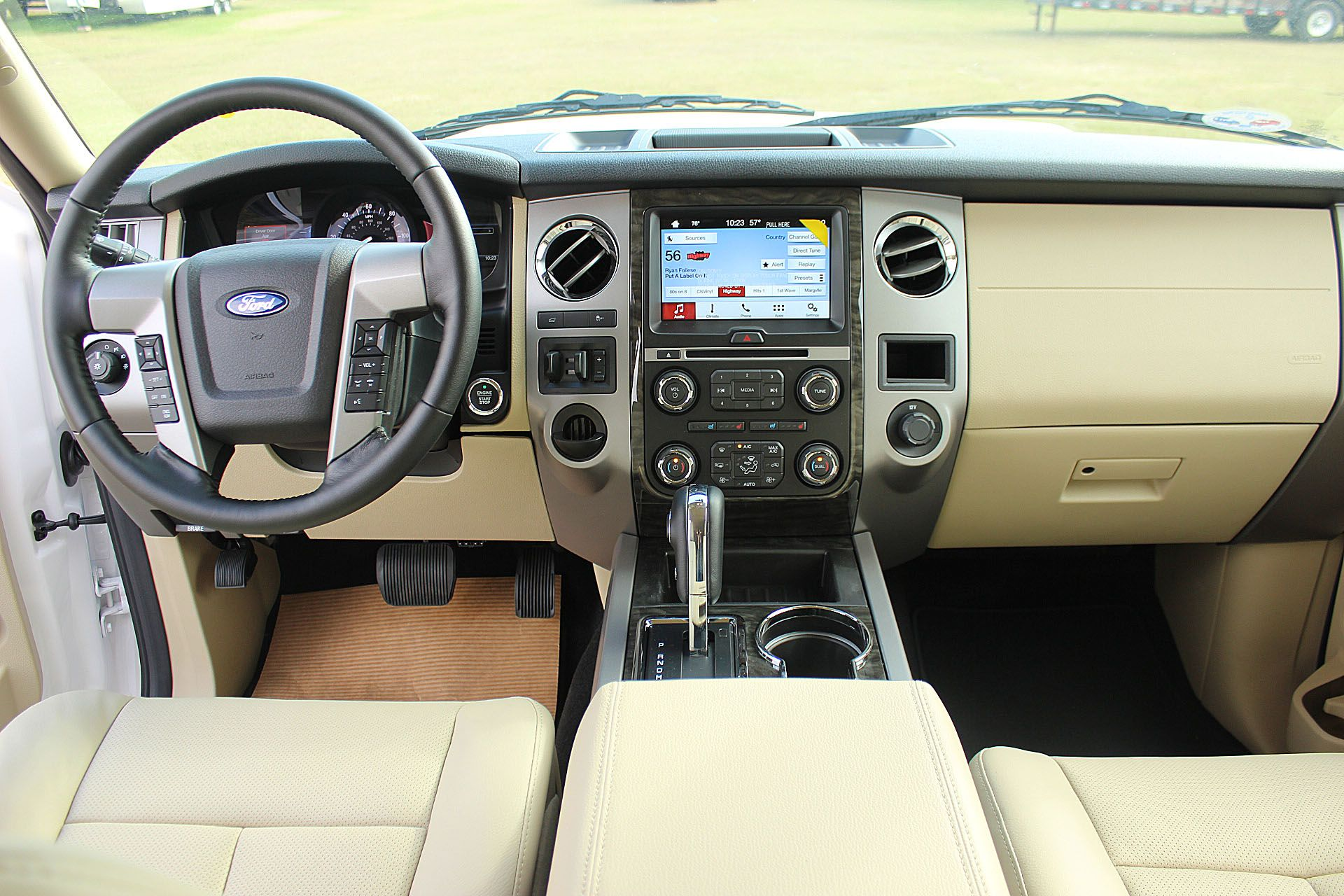 Expedition El Interior View