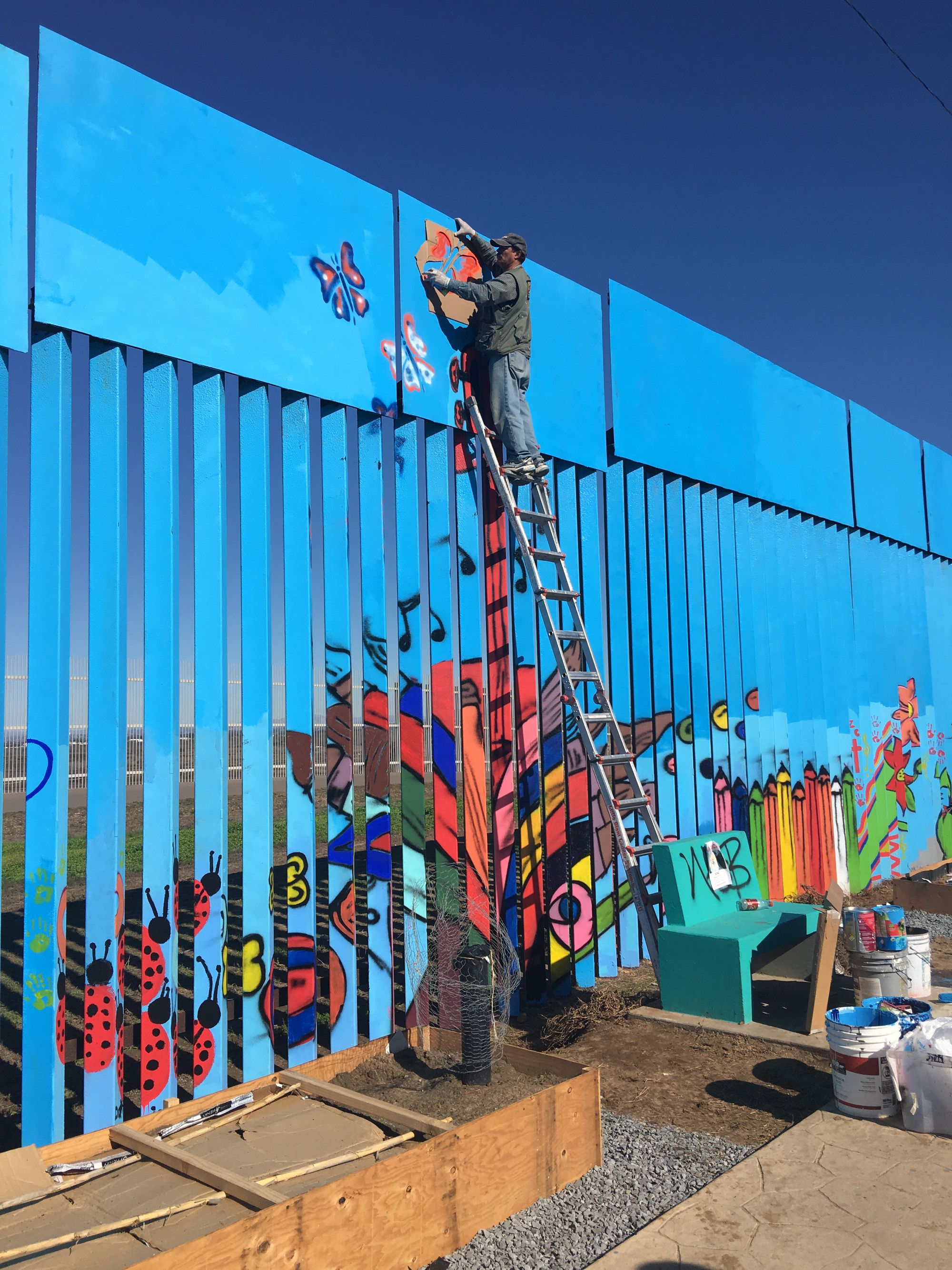 the world s longest mural is being painted on the us on what is a wall id=87723