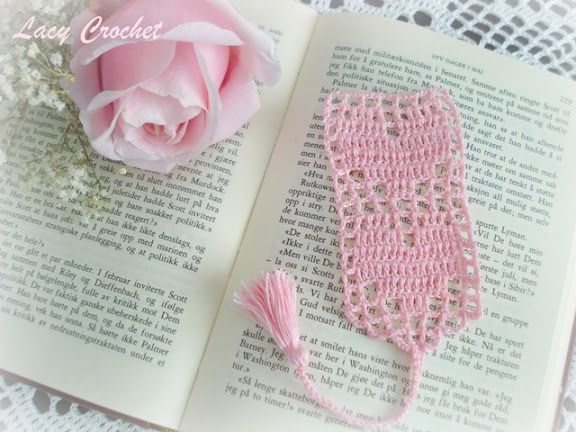 Hearts Bookmark, link to FREE pattern is available