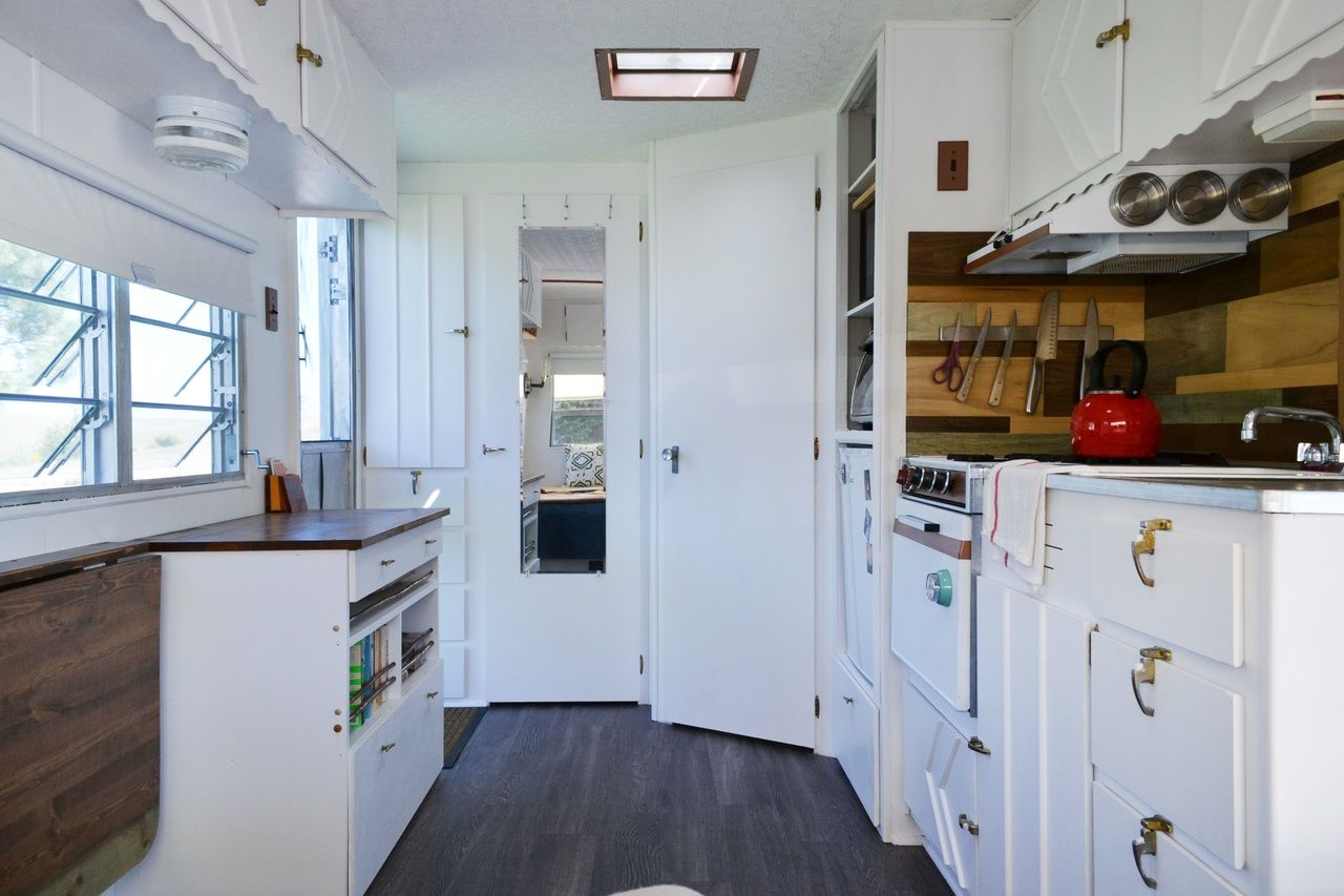 This Couple And Their Goldendoodle Call Elsie The 120 Square Foot Trailer Home Tiny House Inspiration Trailer Home