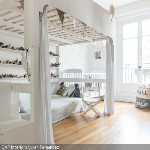 platz sparen mit hochbett kids stuff hochbett kleines. Black Bedroom Furniture Sets. Home Design Ideas