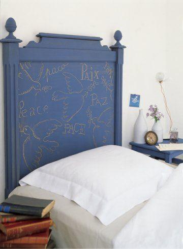 une t te de lit peinte en bleue et d cor e de colombes dor es chambre pinterest t tes de. Black Bedroom Furniture Sets. Home Design Ideas