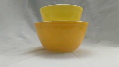 Vintage Pyrex daisy orange and yellow 401 and 402 mixing bowls ...