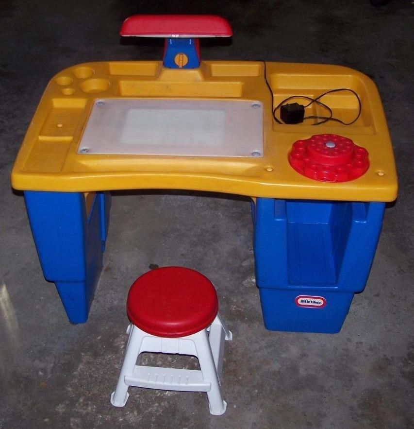 CHILD SIZE LITTLE TIKES ART TABLE / ACTIVITY DESK WITH LIGHT