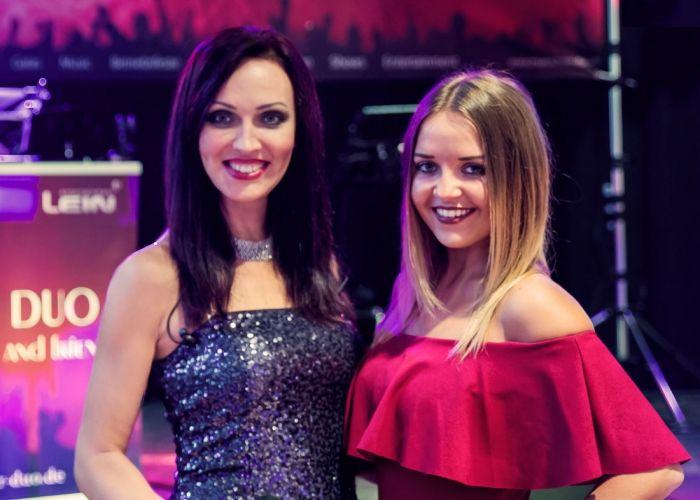 Sangerinnen Viktoria Und Alwine Fur Ihre Internationale Vip Hochzeit Formelle Kleider Russische Musik Russische Hochzeit