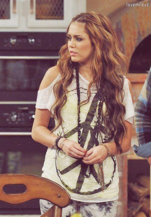 Set From Hannah Montana Miley Cyrus Hannah Montana Allyson Still Loves Hannah Montana Miley Cyrus Long Hair Miley Cyrus Hair Old Miley Cyrus