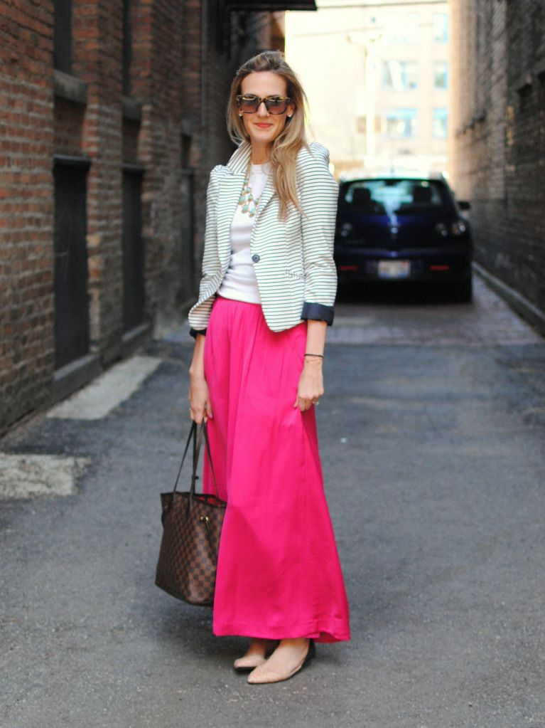 Great way to wear a maxi skirt at work. Pink maxi skirt, striped ...