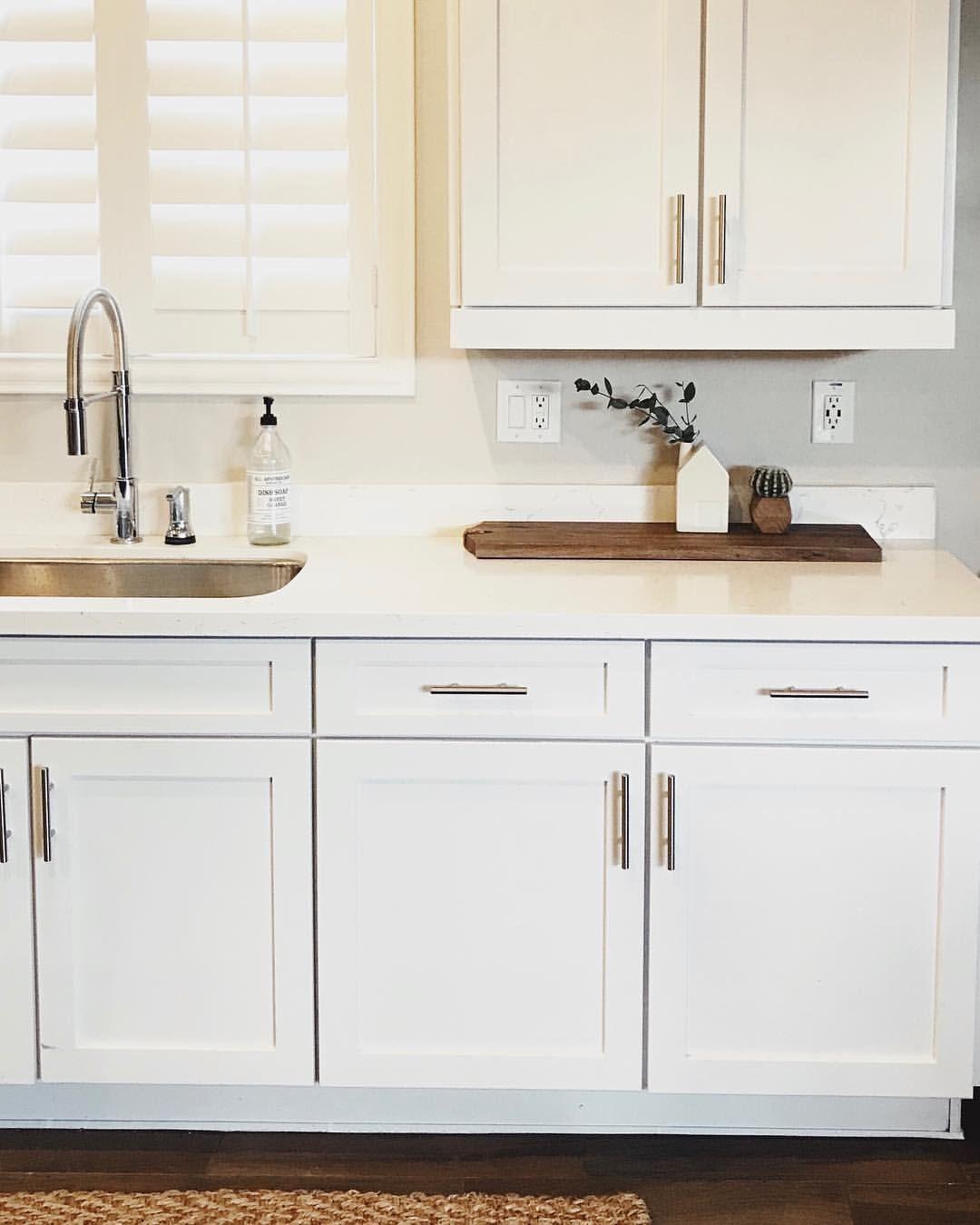 Best Simple White Kitchen Countertop Decor White Kitchen Decor 400 x 300