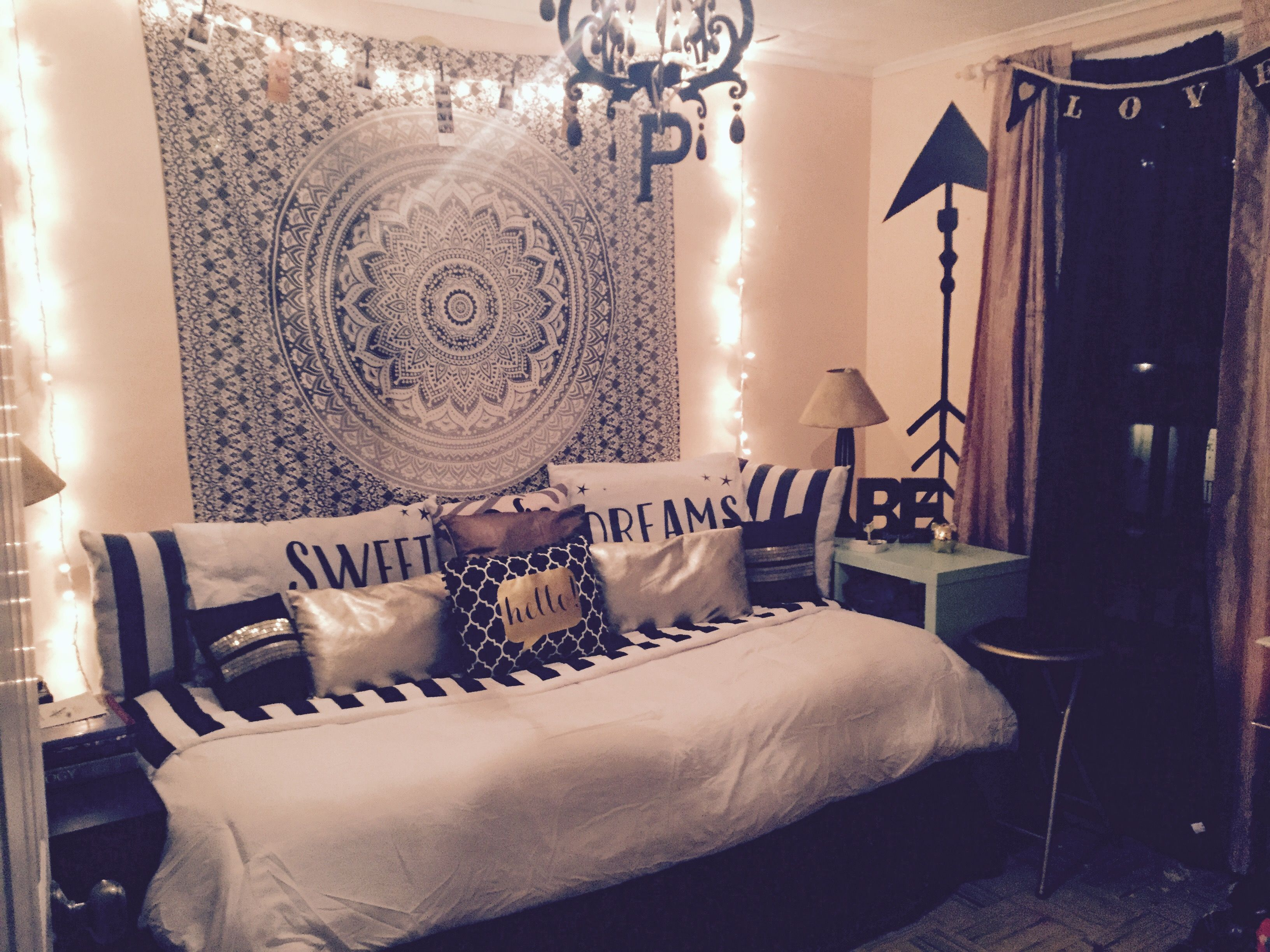 chic teen bedroom black and white with gold accents blackandwhitedecor bedroomdesign teen. Black Bedroom Furniture Sets. Home Design Ideas