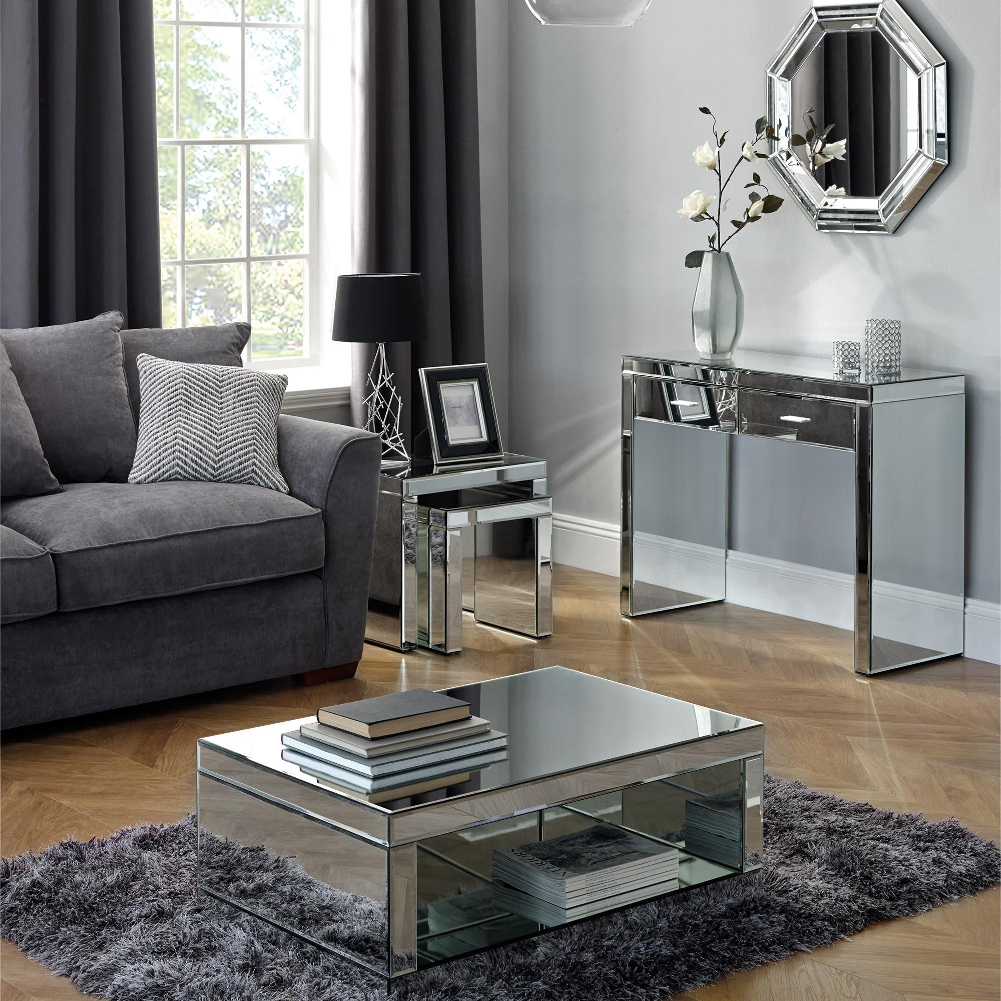 Pin By Taku Matondo On Interery Spalni Mirrored Table Living Room Living Room Table Sets Living Room Collections [ 2000 x 2000 Pixel ]