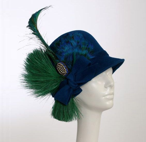 Someday, when I'm talented enough with millinery work, I must try to copy this.