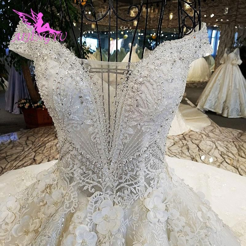 0fe89a51dff56 Luxuriously made white corset wedding gown with lebanon glitter ...